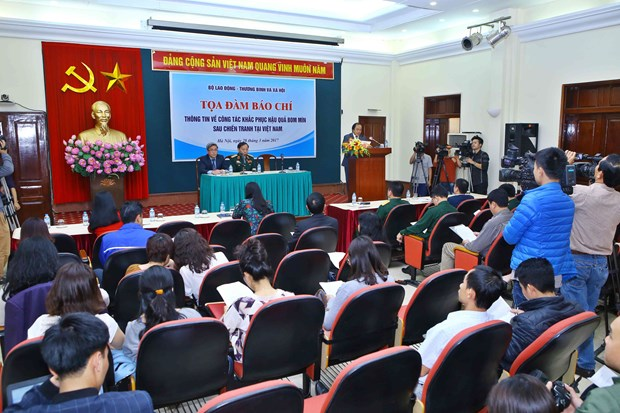 Ministry updates on UXO pollution, settlement in Vietnam hinh anh 1