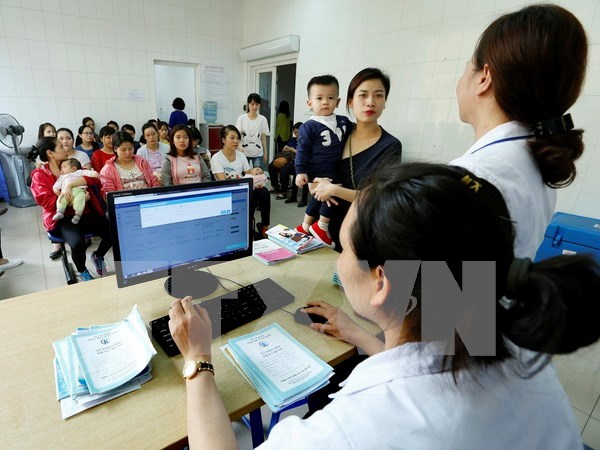Hanoi to apply national vaccination management system hinh anh 1