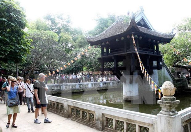 Hanoi moves to improve qualifications of tourism workers hinh anh 1