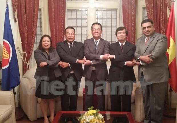 Vietnam actively promotes ASEAN-Argentina cooperation hinh anh 1