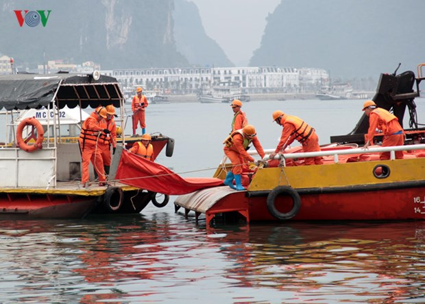 Oil spill response training held in Quang Ninh hinh anh 1