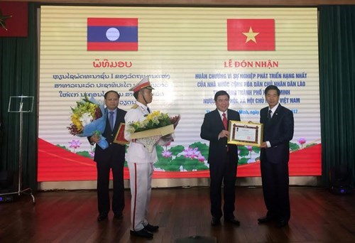 HCM City honoured with Laos' noblest order hinh anh 1