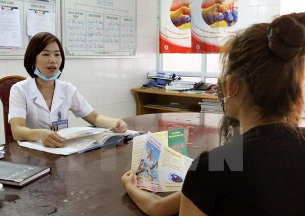 Vietnam works towards ending HIV-related discrimination in clinics hinh anh 1