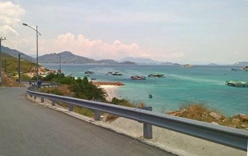 Provinces agree on coastal road hinh anh 1