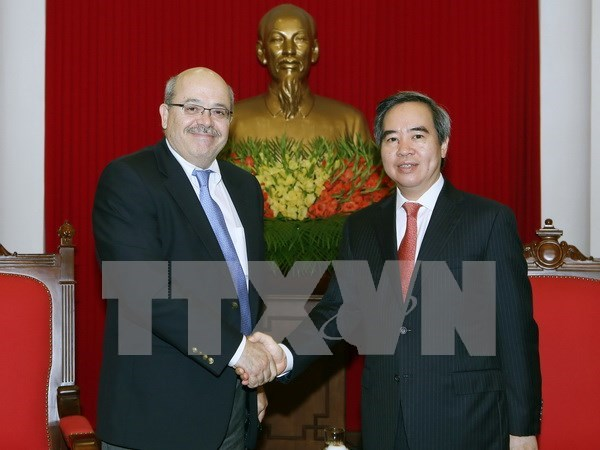 Party official meets with IMF specialists in Hanoi hinh anh 1