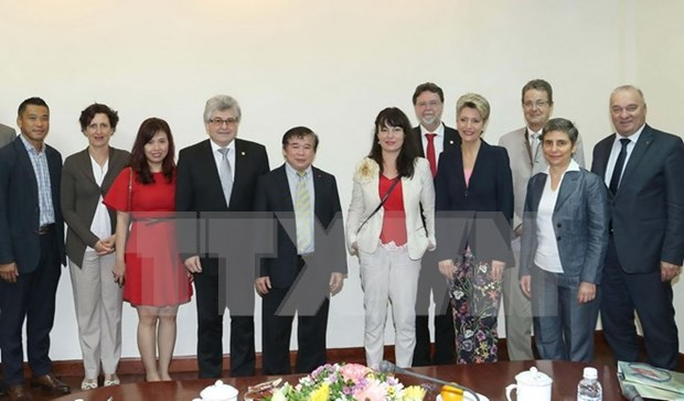 Vietnam, Switzerland discuss education cooperation hinh anh 1