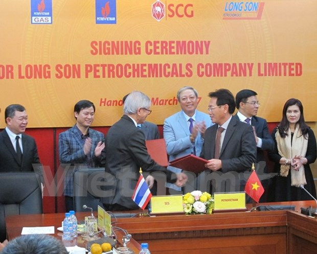 Capital contracts signed for southern petrochemical complex hinh anh 1