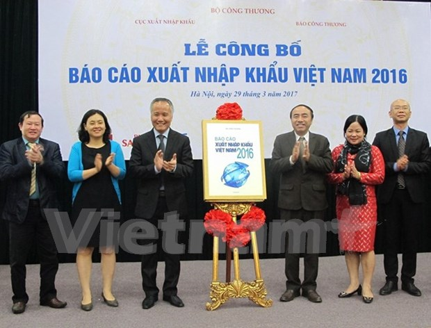 Export enjoys strong growth: 2016 report hinh anh 1