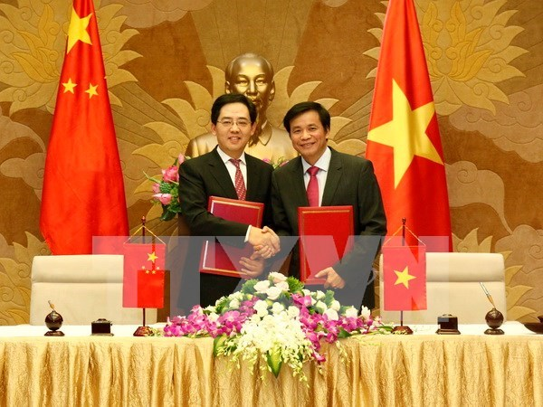 National Assembly receives gift from Chinese Government hinh anh 1