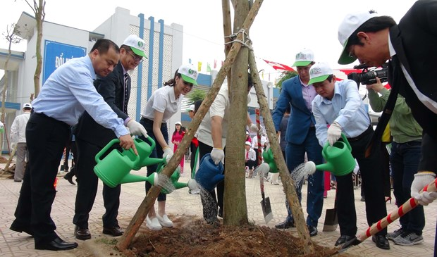 Toyota Vietnam joins hands in developing green schools hinh anh 1