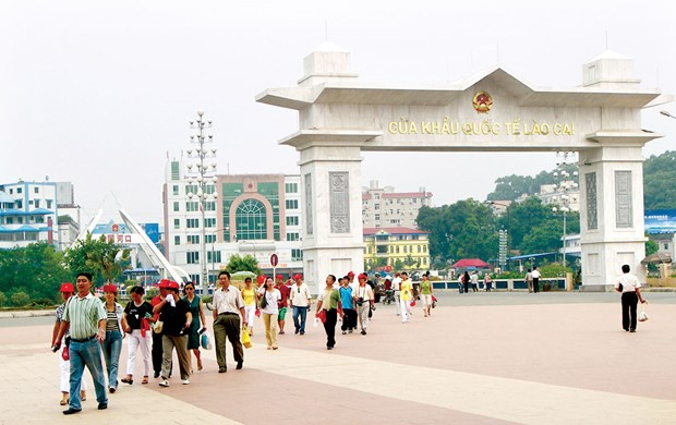 Lao Cai int'l border gate records positive growth in trade hinh anh 1