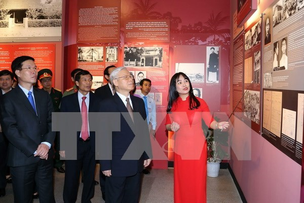 Exhibition features late Party chief Le Duan's revolutionary career hinh anh 1