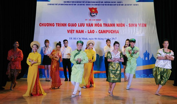 Lao, Cambodian students in Vietnam enjoy traditional festivals hinh anh 1