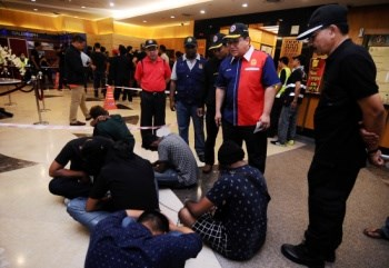 Malaysia: 324 people detained in anti-drug operation hinh anh 1