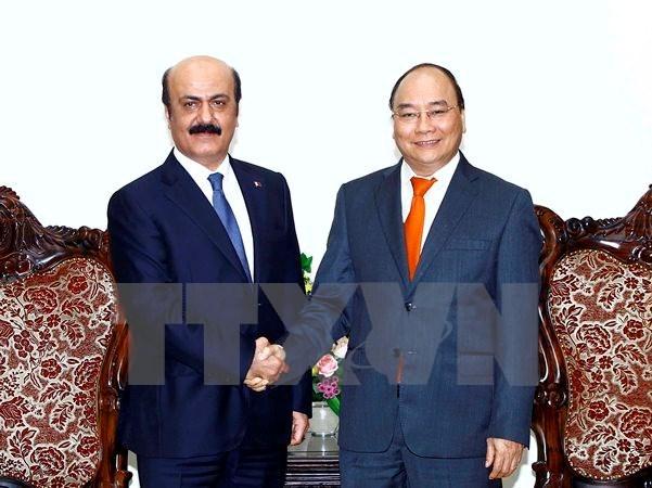 PM requests facilitating visits with Qatar hinh anh 1