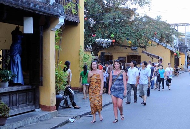 Ancient Hoi An city opens more streets for pedestrians hinh anh 1