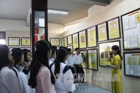Exhibition on Hoang Sa, Truong Sa comes to Lam Dong's Cat Tien town hinh anh 1