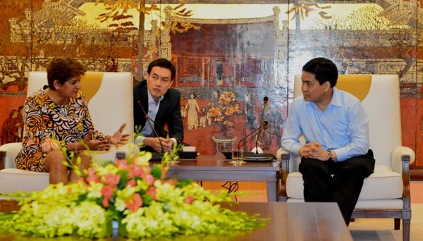 Hanoi enhances promotional cooperation with CNN hinh anh 1