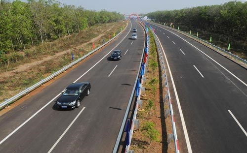 Over 140 trillion VND for North-South expressway's first phase hinh anh 1