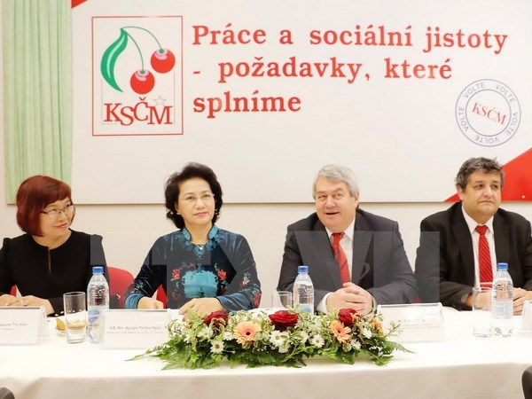 NA Chairwoman backs ties with Czech Republic communist party hinh anh 1