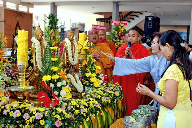 Regional countries' traditional New Year festival marked in HCM City hinh anh 1