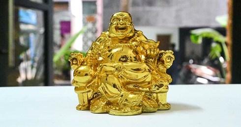 Japanese men imprisoned for trafficking golden statues hinh anh 1