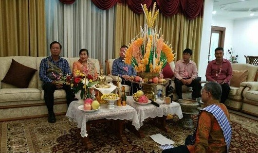 Vietnamese embassy in Indonesia greets Laos on traditional New Year hinh anh 1