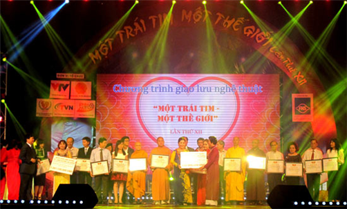 Over 16.5 billion VND raised for disabled people hinh anh 1
