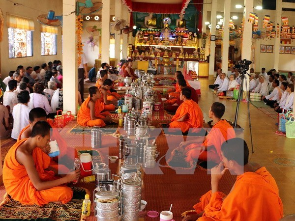 Khmer people in Soc Trang celebrate traditional festival hinh anh 1