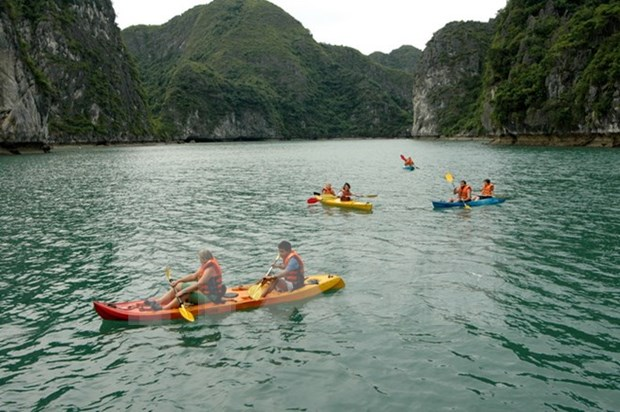 Quang Ninh manages sports services on Ha Long Bay hinh anh 1