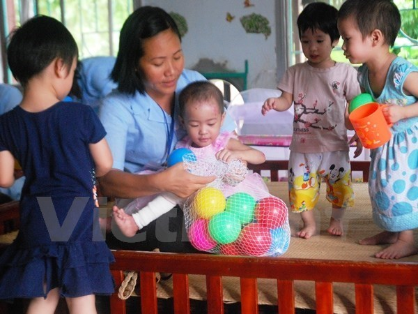 Quang Tri presents gifts to the disabled hinh anh 1