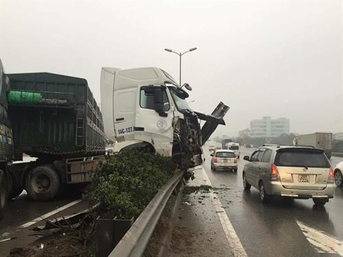 Traffic accidents in Hanoi slightly decrease hinh anh 1