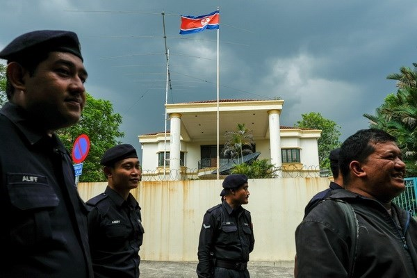 Nearly 300 DPRK overstayers surrender to Malaysian authorities hinh anh 1