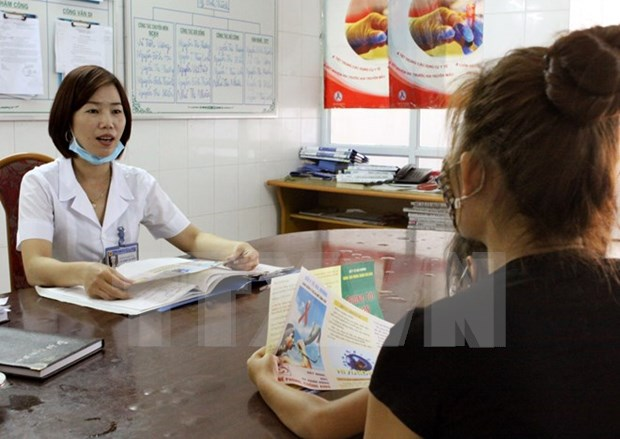 HIV, tuberculosis services continue in districts, communes hinh anh 1