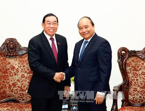 PM vows to help Laos develop transport infrastructure hinh anh 1
