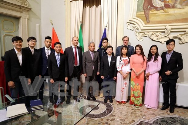 Italian University of Brescia willing to receive Vietnamese students hinh anh 1