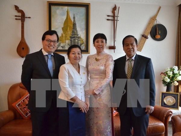 Vietnam shares joy with Laos over Bul Pi May festival in Geneva hinh anh 1