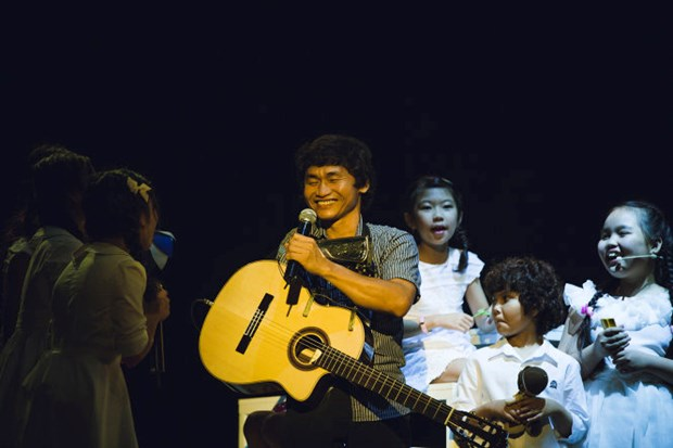 One-armed guitarists from Vietnam, Japan perform in HCM City hinh anh 1