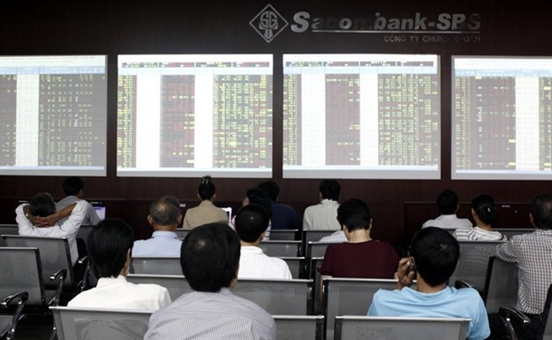 Shares down as holiday approaches hinh anh 1