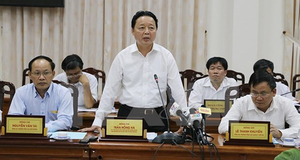 Minister pledges flood-resistant housing support in Mekong Delta hinh anh 1