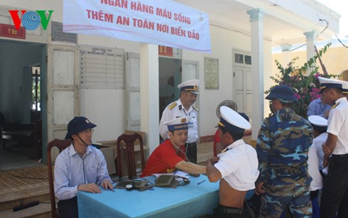Live blood bank facilitates treatment in Truong Sa archipelago hinh anh 1