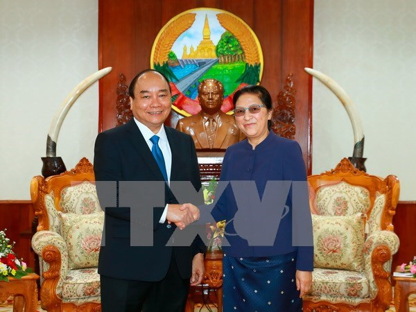 Lao leaders hail visit of Prime Minister Nguyen Xuan Phuc hinh anh 1