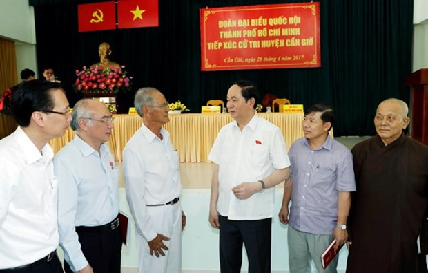 State President meets HCM City voters hinh anh 1
