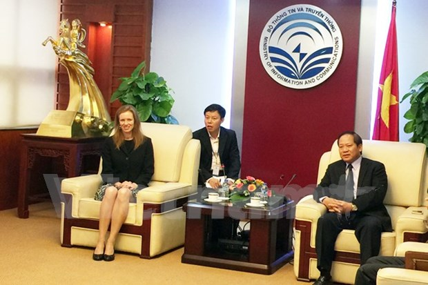 Minister asks for Facebook's cooperation to stop bad content hinh anh 1