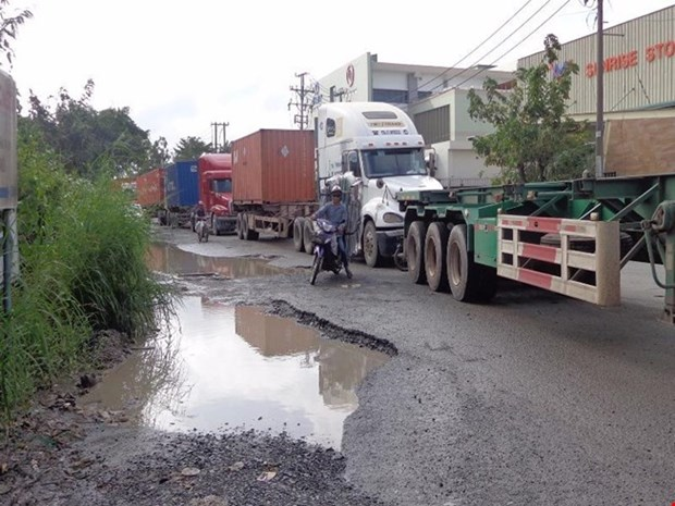 HCM City tackles port traffic black spots hinh anh 1