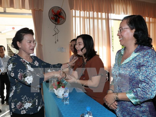 Top legislator talks to voters in Can Tho hinh anh 1
