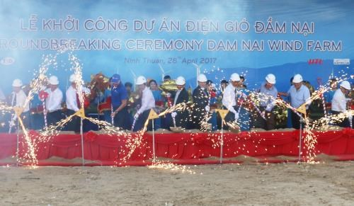 Wind power plant built in Ninh Thuan hinh anh 1