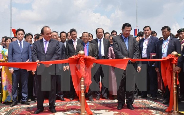 PM's visits to Laos, Cambodia help foster bilateral ties hinh anh 1