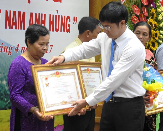 Tay Ninh: 15 women awarded with Vietnamese Heroic Mother title hinh anh 1