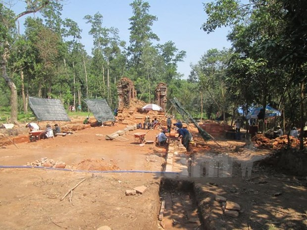 Ancient road discovered underground at My Son sanctuary hinh anh 1